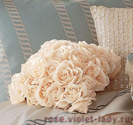 Подушки из лепестков роз