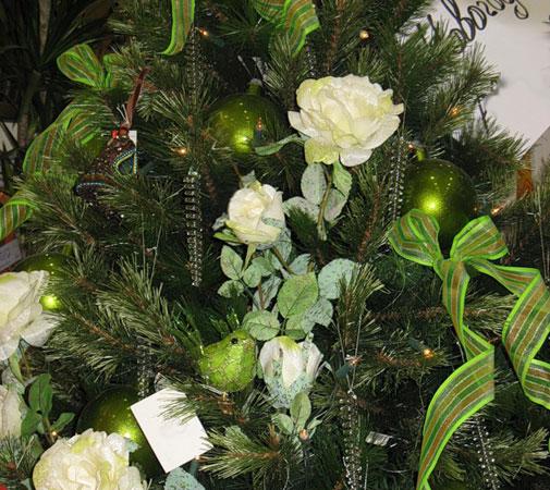 Украшаем елку розами